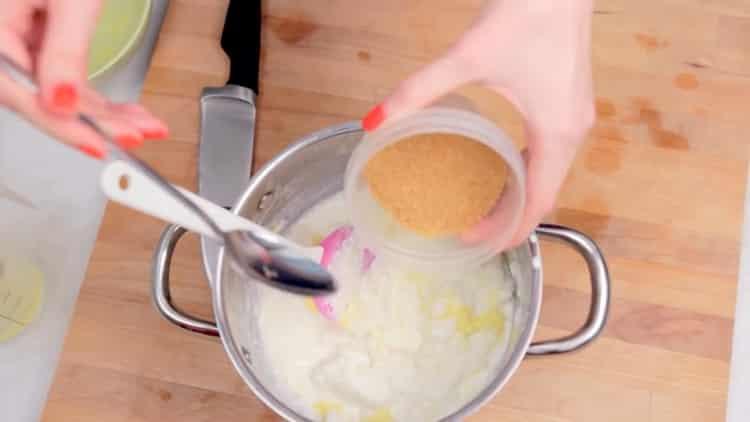 Для приготовления пудинга добавьте сахар