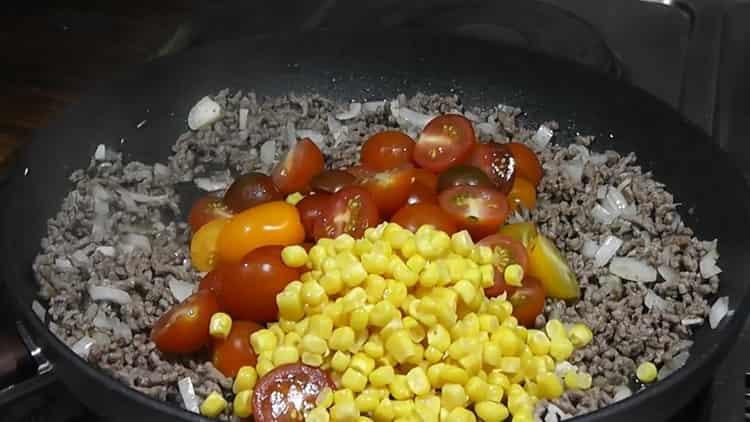 Для приготовления риса с фасолью смешайте ингредиенты