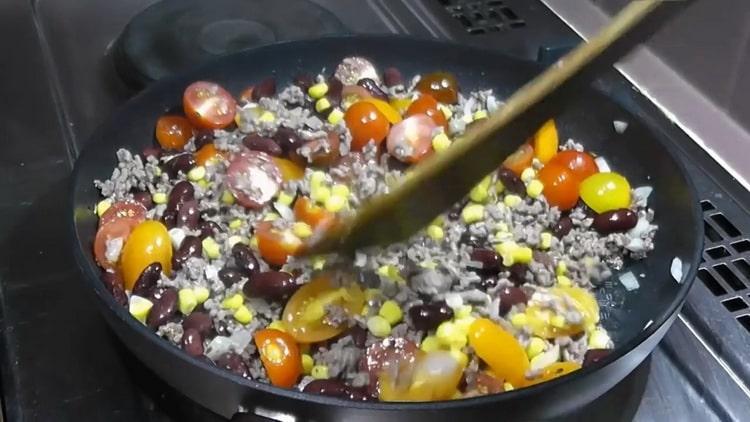 Для приготовления риса с фасолью добавьте соль