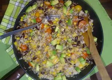 Рис по-мексикански с фасолью и овощами — очень ароматное и вкусное блюдо 