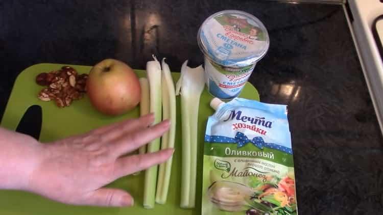 Готовим салат из сельдерея стеблевого с яблоком