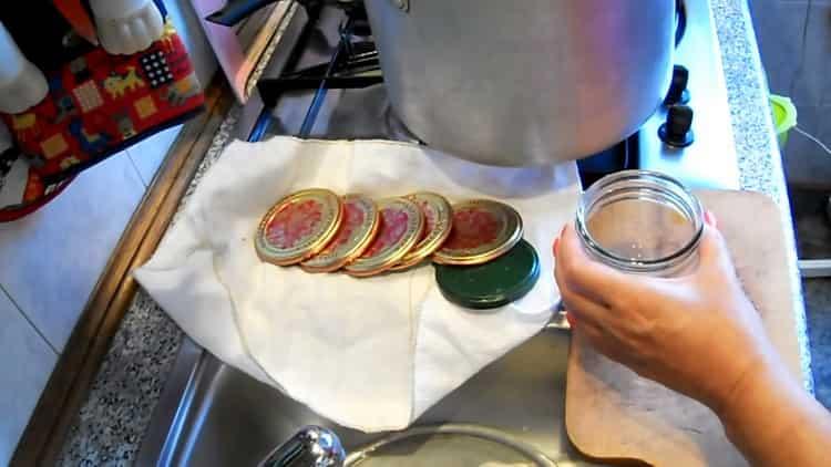 Для приготовления лечо подготовьте посуду