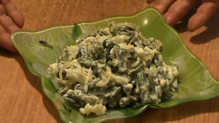 салат со стручковой фасолью готов