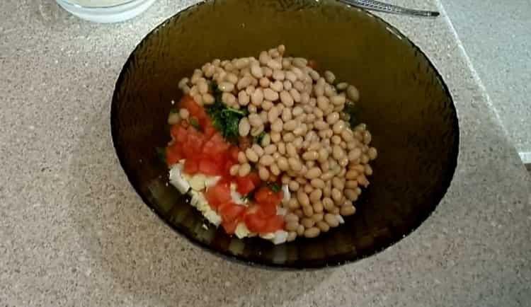 Для приготовления салата подготовьте ингредиенты