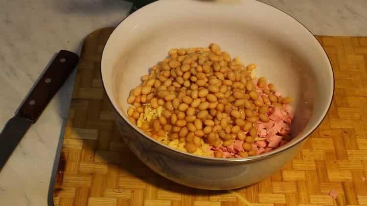 Для приготовления салата подготовьте все ингредиенты