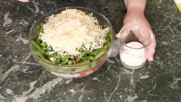 Для приготовления фасоли добавьте майонез