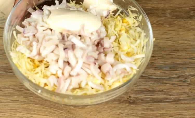 Для приготовления кальмаров смешайте ингредиенты