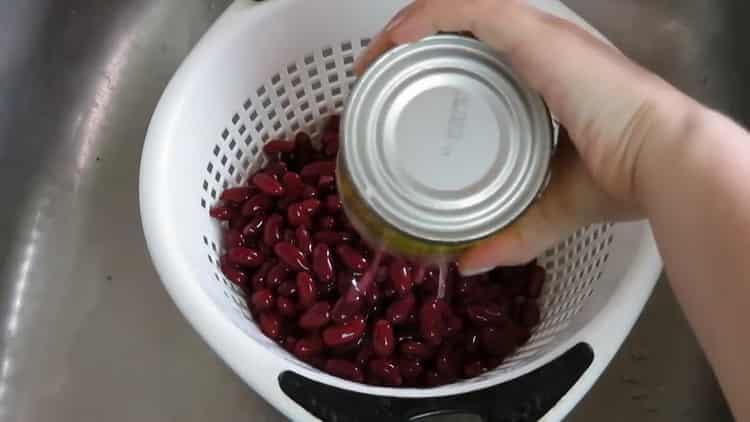 Для приготовления салата подготовьте фасоль