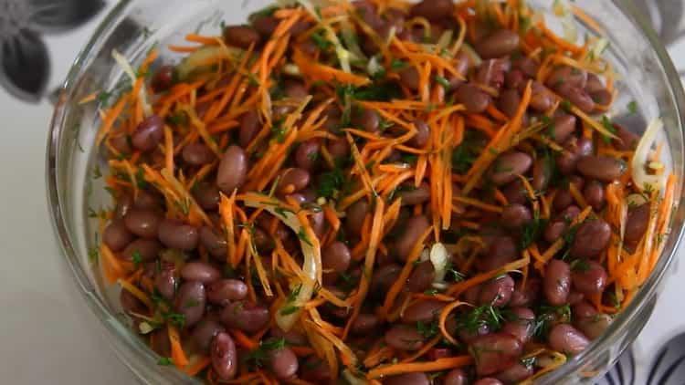 Для приготовления салата смешайте ингредиены