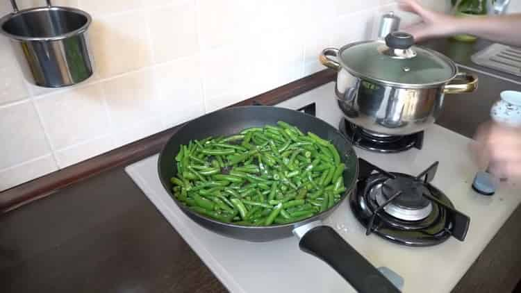 Рецепт приготовления очень вкусной стручковой фасоли на сковороде