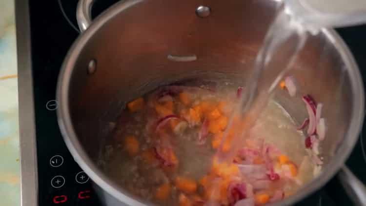 Для приготовления супа. добавьте бульон
