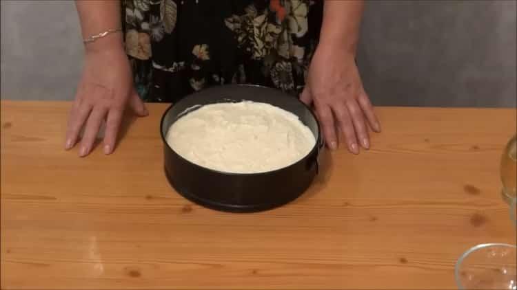 Для приготовления пудинга разогрейте духовку