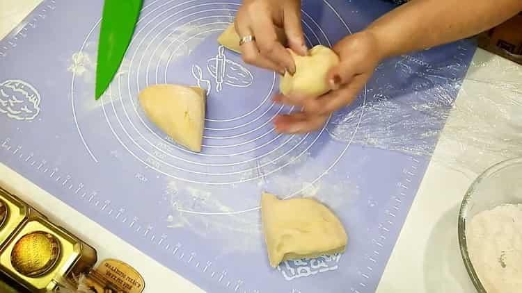Для приготовления разделите тесто