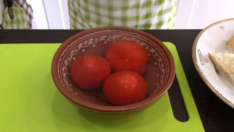 Для приготовления тефтелей бланшируйте помидоры