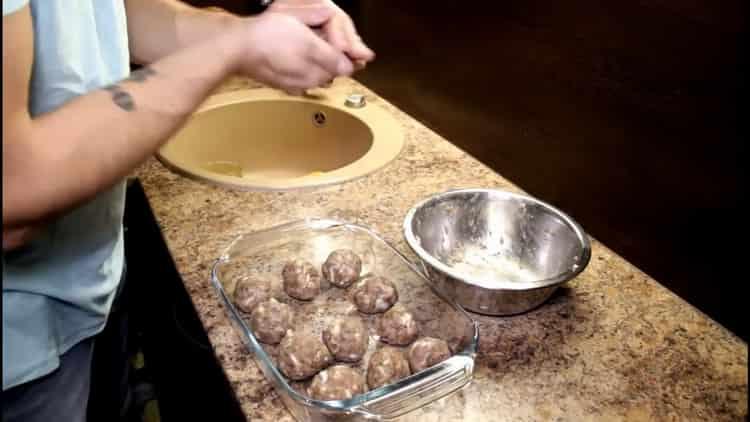 Для приготовления тефтелей приготовьте ингредиенты
