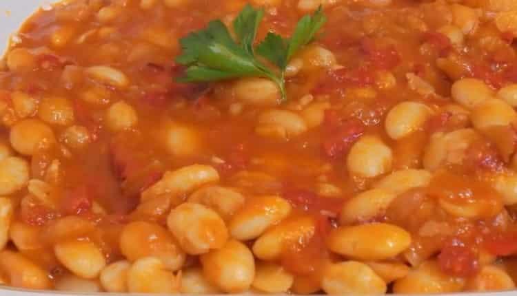 фасоль в томатном соусе готов