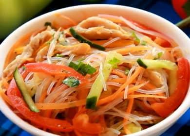 Салат фунчоза со свининой и овощами — полезная и вкусная лапша 🍜
