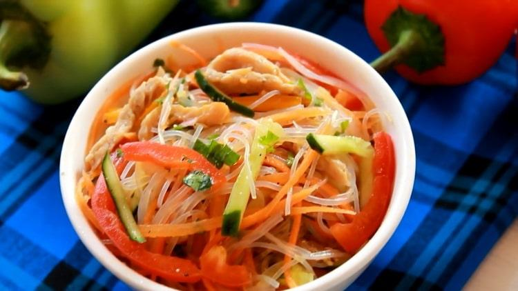 Салат фунчоза со свининой и овощами - полезная и вкусная лапша