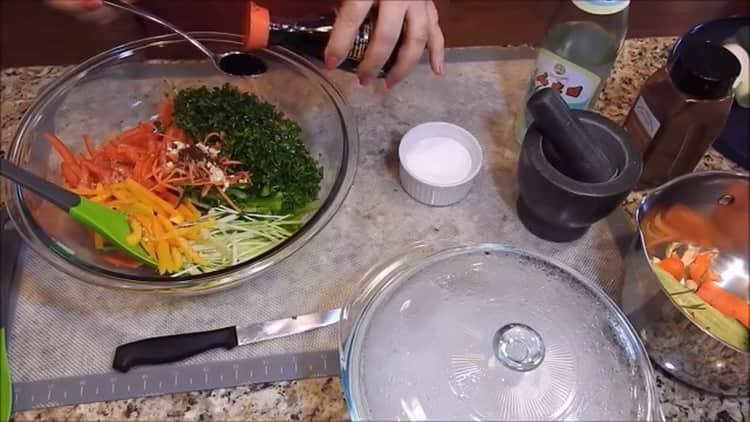 Для приготовления фунчезы подготовьте соевый соус