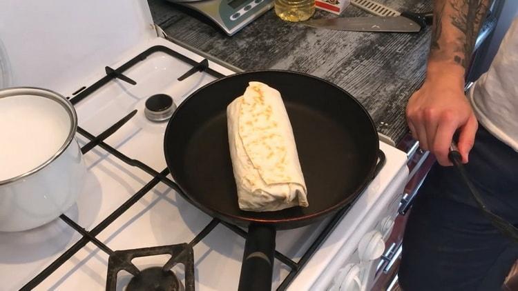 Для приготовления классической шаурмы,обжарьте лаваш