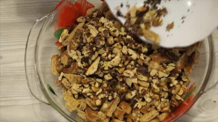Для приготовления десерта смещайте ингредиенты