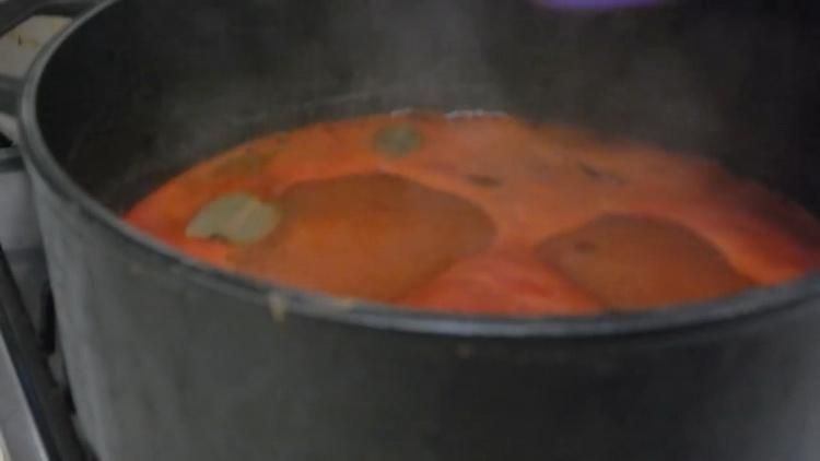 Для приготовления лечо, смешайте ингредиенты для маринада
