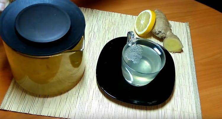 Вот мы и приготовили имбирь с лимоном в виде приятного на вкус и полезного напитка.