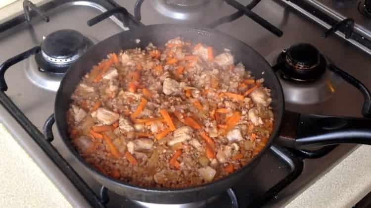 гречка с морковью и луком на сковороде готова