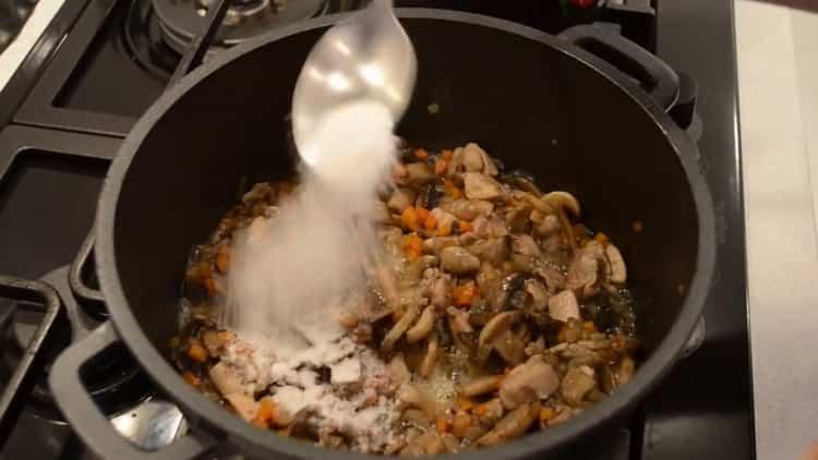 Для приготовления гречки добавьте специи