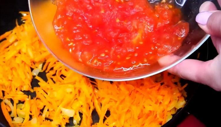 Для приготовления гречки добавьте помидоры
