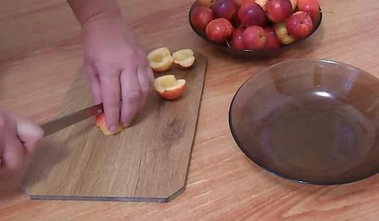 Готовим жареные пирожки с яблоками