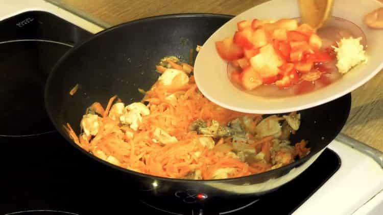 Для приуготовления блюда обжарьте ингредиенты