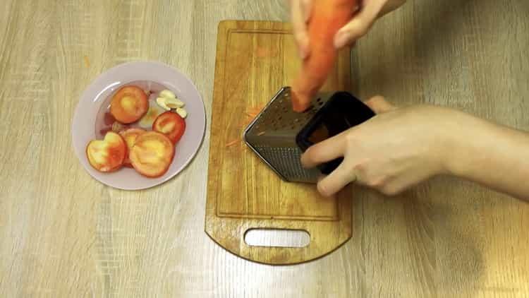 Для приуготовления блюда натрите морковь