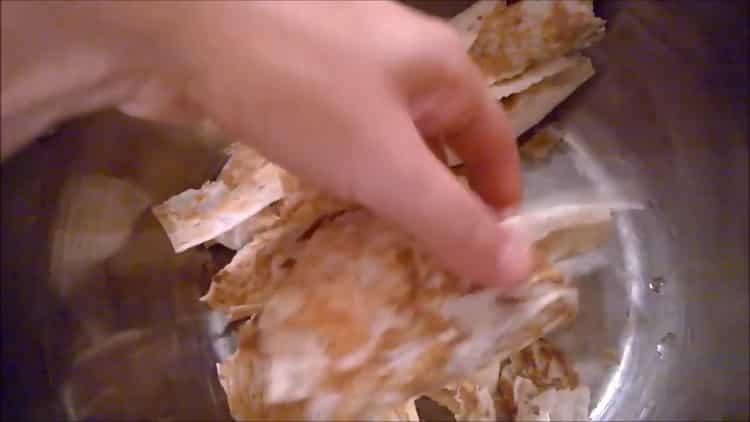 Для приготовления блюда, нарежьте лаваш