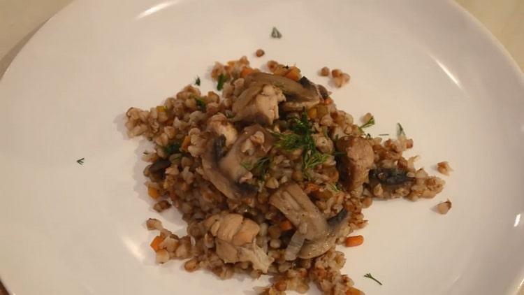 гречка с мясом и грибами готова