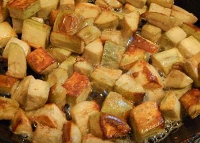 Жареные баклажаны с грибной приправой 
