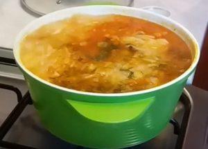 Готовим вкусный и сытнй борщ без свеклы по пошаговому рецепту с фото.