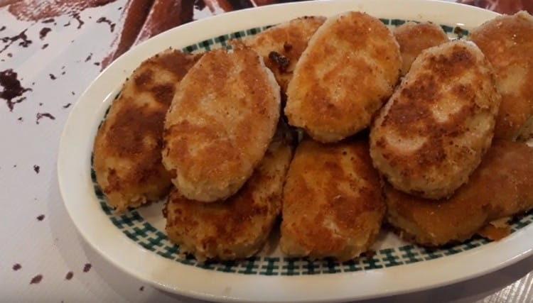 такие котлеты из картофельного пюре получаются очень вкусными.