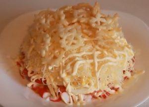 Готовим простой салат с крабовыми палочками по пошаговому рецепту с фото.