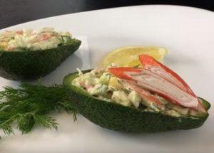 Готовим оригинальный салат с авокадо и крабовыми палочками по пошаговому рецепту с фото.