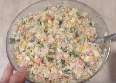 Как научиться готовить вкусный салат с крабовыми палочками и рисом 🍚