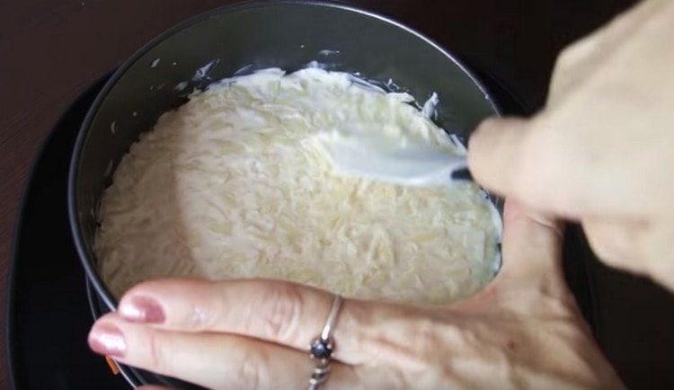 сыр смазываем майонезом.