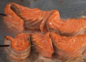 Готовим нежный шашлык из рыбы по пошаговому рецепту с фото.