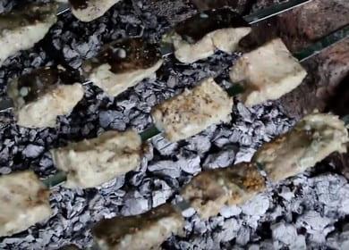 Как научиться готовить вкусный шашлык из сома 🍢