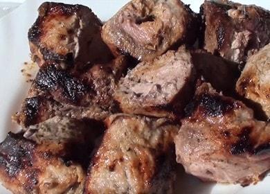 Рецепт шашлыка на кефире из свинины — очень вкусно 🍢