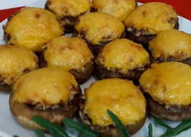 Фаршированные шампиньоны с сыром и курицей, запеченные в духовке 🧀