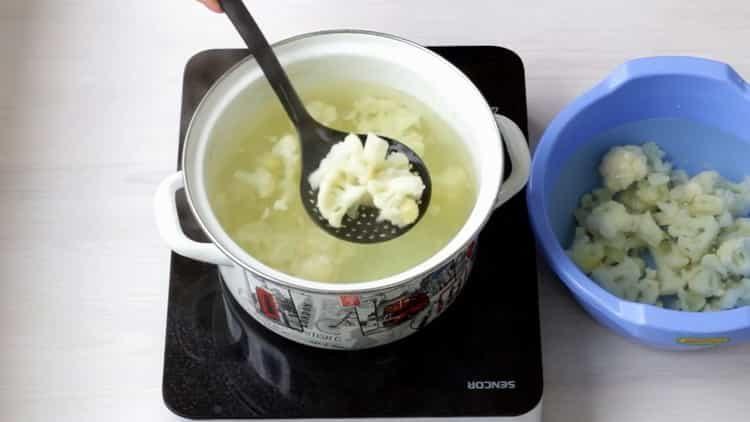 Для приготовления блюда отварите капусту