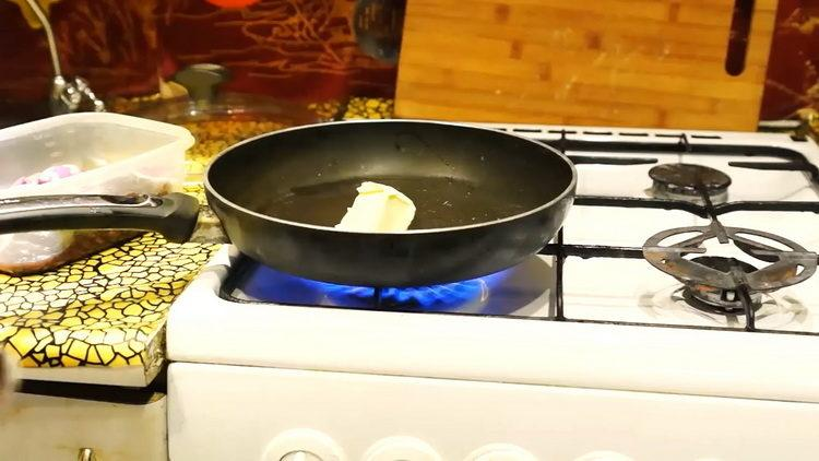 нагрейте сковородку