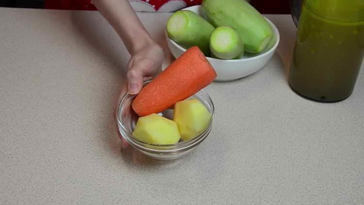 моем и чистим картошку и морковку