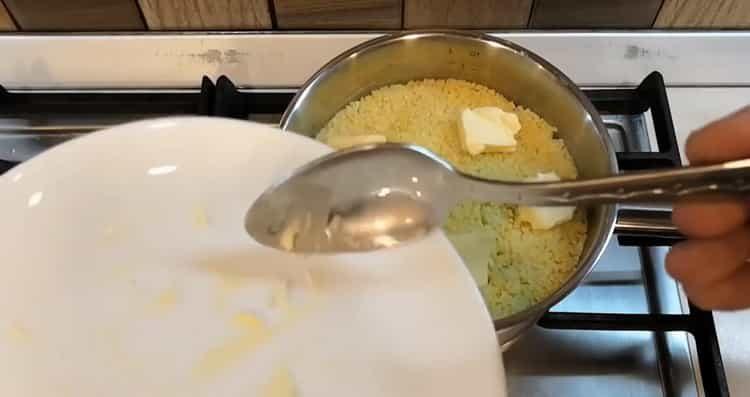 Для приготовления блюда добавьте масло